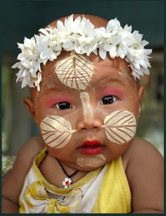 Baby and the Thanakan poweder on the face - Picture from Internet